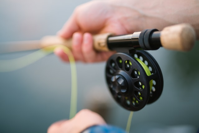 proper way to hold a fishing rod