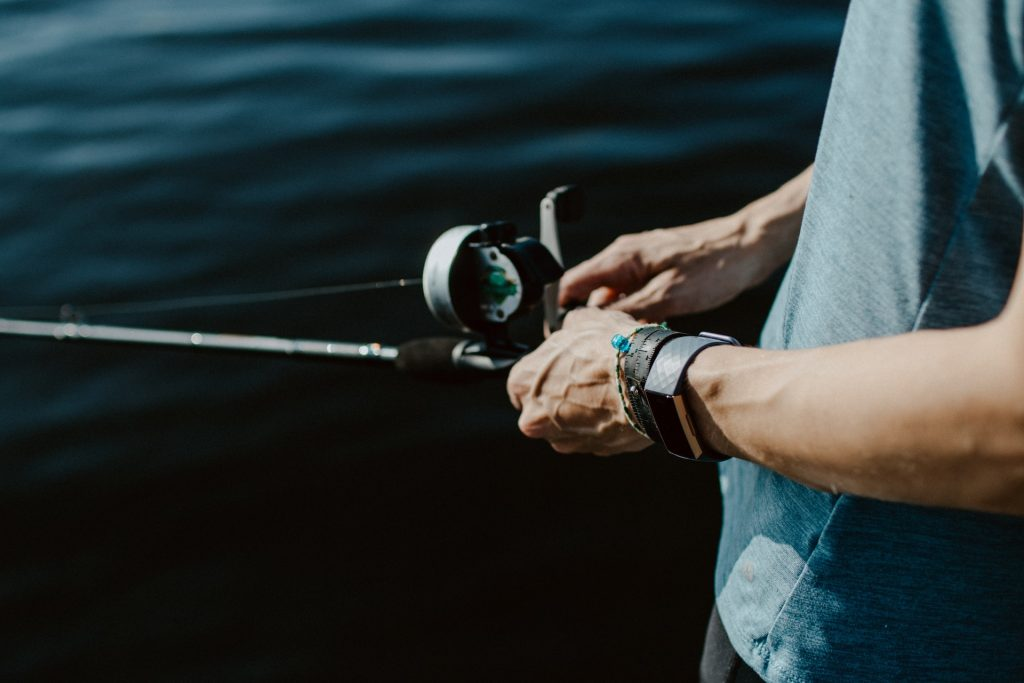 difference between baitcaster and spinning reel