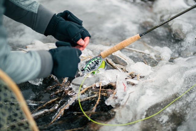 how to keep fishing line from twisting